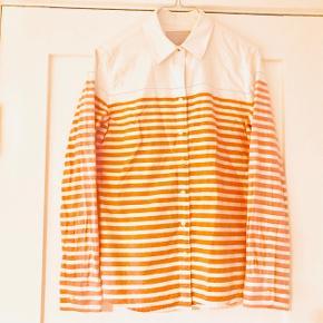 🏡 Flyttesalg 50% på alt, er trukket fra den oprindelige pris👆🏼🏡 📦 Alt skal væk i Januar 📦  📬 Køber betaler for forsendelse 📬  Smuk skjorte fra Banana Republic i tykt skjorte materiale