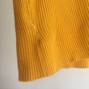 Flot trøje fra urban outfitters. Den havde et lille hul som jeg har syet sammen men man ligger ikke rigtig mærke til det  ❌ læs min shop beskrivelse ❌
