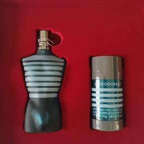 Jean Paul parfume le måle, aldrig brugt, ligger stadig i gaveæske, kom med et bud, befinder sig i Kolding