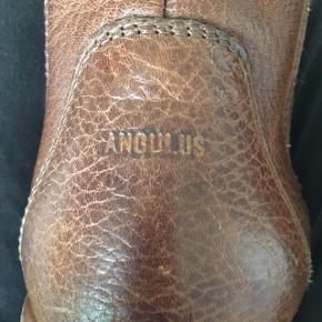 Sælger angulus støvle, de er næsten aldrig brugt. De er 24,5 centimeter inde i. Prisen kan godt forhandles