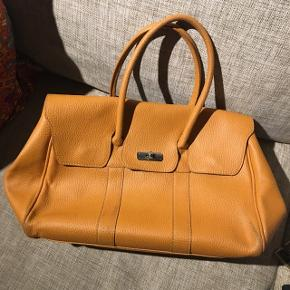 Velholdt taske fra det italienske mærket Borse In Pelle. Købt i Italien. Meget smukt læder.