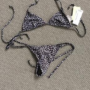 fb4f0c4a Helt ny bikini - sort med hvide prikker G-streng string - trekants overdel  uden