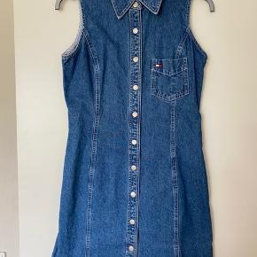 Super flot vintage denim kjole fra Tommy Hilfiger købt i En vintage butik i Tokyo. Fejler intet