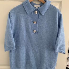 Brugt en gang   Populær bluse med simili knapper - udsolgt i xs   Str. Xs, men passer S/M
