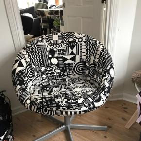 Fed stol som aldrig er blevet brugt til at sidde i, hvilket gør at den fremstår som ny