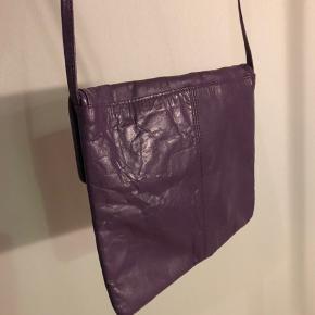 Vintage læder taske i lilla.