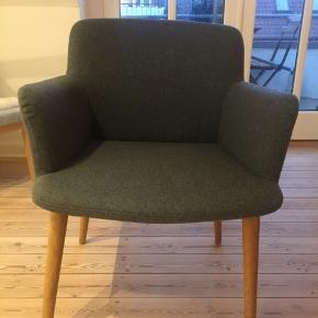 Bolia C3 spisebordsstol  Mål: Dybde: 55 cm Bredde: 62 cm Siddehøjde: 46 cm Højde: 79 cm Højde armlæn: 66 cm