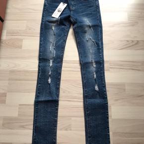 Helt nye jeans med prismærke