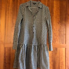 Sælger min skønne ternede kjole fra Unknown Project, den fejler intet og jeg har været så glad for den, men bruger den ikke mere. Kan sagtens passes af en small ✨