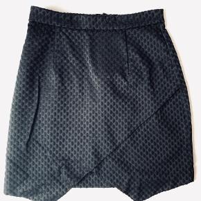 Så fin nederdel, brugt meget få gange. Str 36
