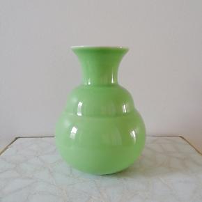 Sælger denne lille, fine kählervase i den skønneste grønne farve - BYD endelig (kun realistiske bud).