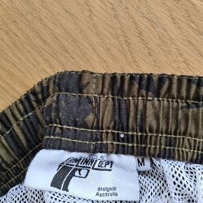 Flotte mande shorts str M sælges.  Ses og købes I Kolding eller sendes på købers regning! :) byd