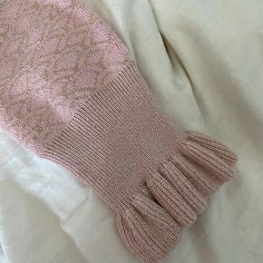 Rigtig fin lyserød Continue bluse med guld glimmer💖højst brugt 2-3 gange, sælges udelukkende pga jeg ikke får dem brugt.