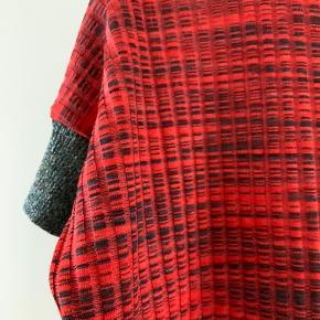 Skøn kjole, som også kam brues over leggings. Kjolen hedder Falmia.
