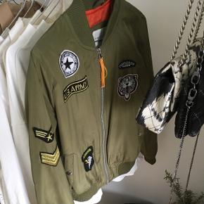 Army bomber jakke Str S Np 299 Åben for bud