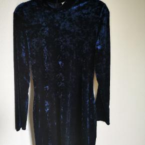 Samsøe Samsøe kjole i velour. Tætsiddende