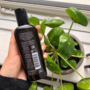 "American Crew ""Daily Moisturizing Shampoo"" for all types of hair 100 ml. i travelsize 👨🏻  Byd gerne kan både afhentes i Århus C og sendes 📮✉️"