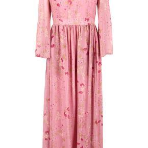 Smukkeste lange kjole. Ny med tags.