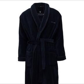 ✨Buy two for 500!✨✨🤯   2x BATHROBES  from Tiger of Sweden size L/XL    One has a little rip, but otherwise good condition. One costs 1500 dkk  selling both for 500 ✨