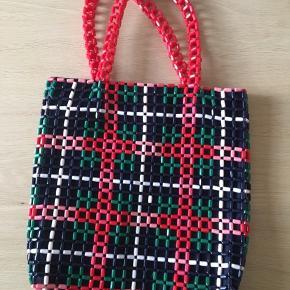 Sælger denne taske da jeg ikke får den brugt🌸 den er aldrig brugt så den fejler intet. Byd gerne💕