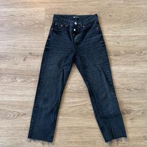 Fine straight high waisted jeans:)