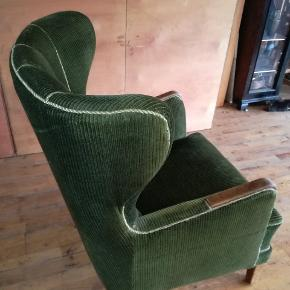 Fin gammel øreklapstol, grøn fløjl/velour?? , sidder fantastisk i den,