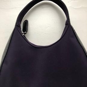 Sælger denne Lilla taske, jeg engang har købt i en vintage forretning💞 Skriv for flere billeder!😊