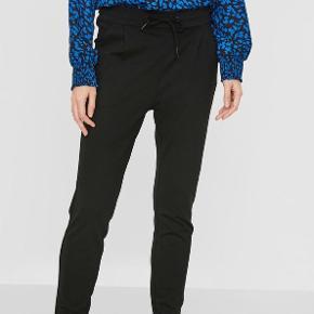 Sælger disse bukser fra Vero Moda i str. small. Sendes med DAO på købers regning.  Søgeord: Sorte bukser, Weekday, Only, stretch, elastisk, Monki, Zara, Envii