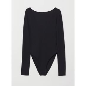 H&M Bodystocking med binde detalje bagpå   størrelse: Small   pris: 150 kr   fragt: 37 kr   ny pris 249 kr   kun prøvet på og vasket 1 gang