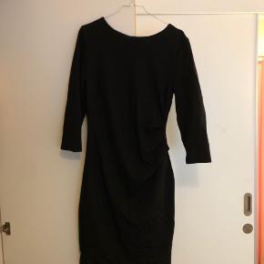 Meget yndig Tiger of Sweden kjole, som er blevet brugt men har ingen brugsskader er blevet taget godt om :)