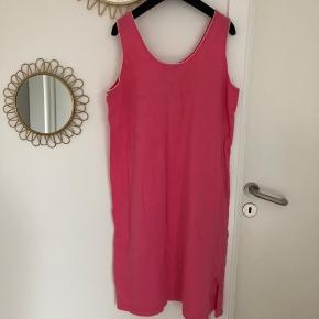 Skøn vintage Dior kjole sælges: Kan både benyttes som natkjole eller forår/sommer kjole.
