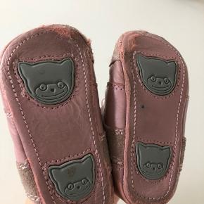 Bundgaard prewalker sko til pige i str 19. De er brugt som ses på billedet.