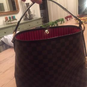 Louis Vuitton, købt i London. Nypris ca 7000. Bud under 5000 modtages ikke