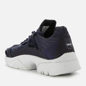 Kenzo sneakers i mørkeblå i str. 40 Ny pris: 2200kr. Sælges da jeg desværre har købt dem lidt for store:// Har gået med dem 2 gange Kom med et bud!