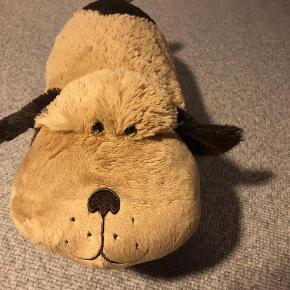Brand: Pillow Pets Varetype: Pillow Pets - Hund Størrelse: one size Farve: Brun  Pillow Pets - Hund.  Forsendelse med DAO dkk 36,95.