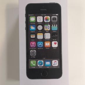 IPhone 5s med 16 GB og original Apple oplever som virker perfekt. Telefonen fejler ikke noget, men har smadret forskærm. Jeg har fået en ny i gave telefon, og sælger derfor min gamle. 🌟 Kan sendes eller afhentes i Kolding og Egtved