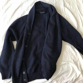 Varetype: cardigan Størrelse: L/XL Farve: Mørkeblå Oprindelig købspris: 3500 kr.