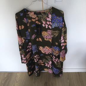 Kimono med det smukkeste print👏  str. S/M fra Humblebird. Prisen er fast.