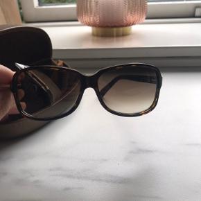 Brugt et par gange men har for mange solbriller