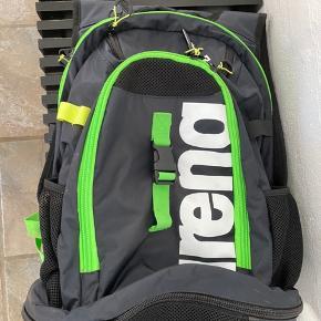 Arena svømme taske. Den er brugt få gange og er i rigtig god stand.
