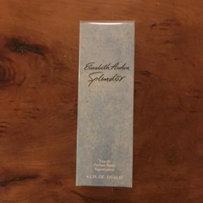 Uåbnet Elizabeth Arden Splendor Eau de Parfum. 125 ml.  Se også mine andre annoncer, med gode priser på blandt andet tøj fra designers remix, Won Hundred og mbyM.