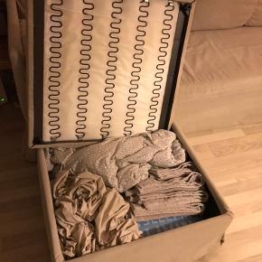 Ikea sovesofa i beige - halvandensmand seng. Måler 140x200 cm. Købt i marts 2019.