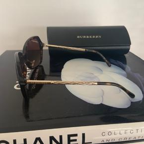 Fine solbriller  Brugt en enkelt sæson - flot stand.