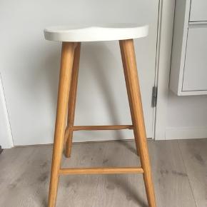 Barstol købt i ide møbler. Er ikke brugt meget og har ellers bare stået