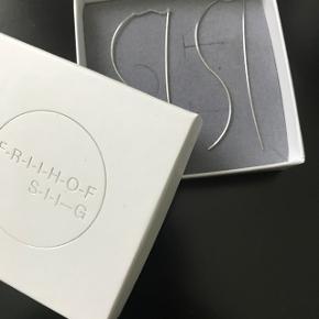 Smukke wave øreringe i sølv fra Friihof + Siig. Brugt meget få gange og fejler intet. Ny pris var 250 kr.