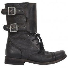 De populære Damisi støvler fra AllSaints / All Saints. Er ikke længere i produktion.  Kun brugt en enkelt gang og er i super flot stand.  Nypris £180 (kvittering haves).