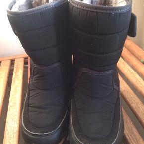 Top lækre vinterstøvler med det blødeste for. Brugt yderst sparsomt sidste vinter. Mobilepay