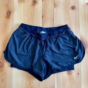 Nike løbeshorts sælges, da de desværre er for små.   De er brugt nogle gange men er i rigtig god stand.