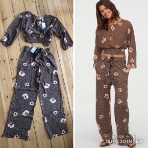 H&M sæt med bukser og bluse  Bluse str. 38 Bukser str. 36  Nypris: 360 kr.  Sælges for 100 kr.   Ingen bytte og prisen er fast.  Kan afhentes på Nørrebro eller sendes med DAO på købers regning
