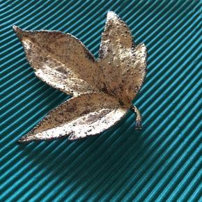 sælger denne forgyldt Sterling sølv broche fra Flora Danica. Super fin, kan også bruges som hals smykke.